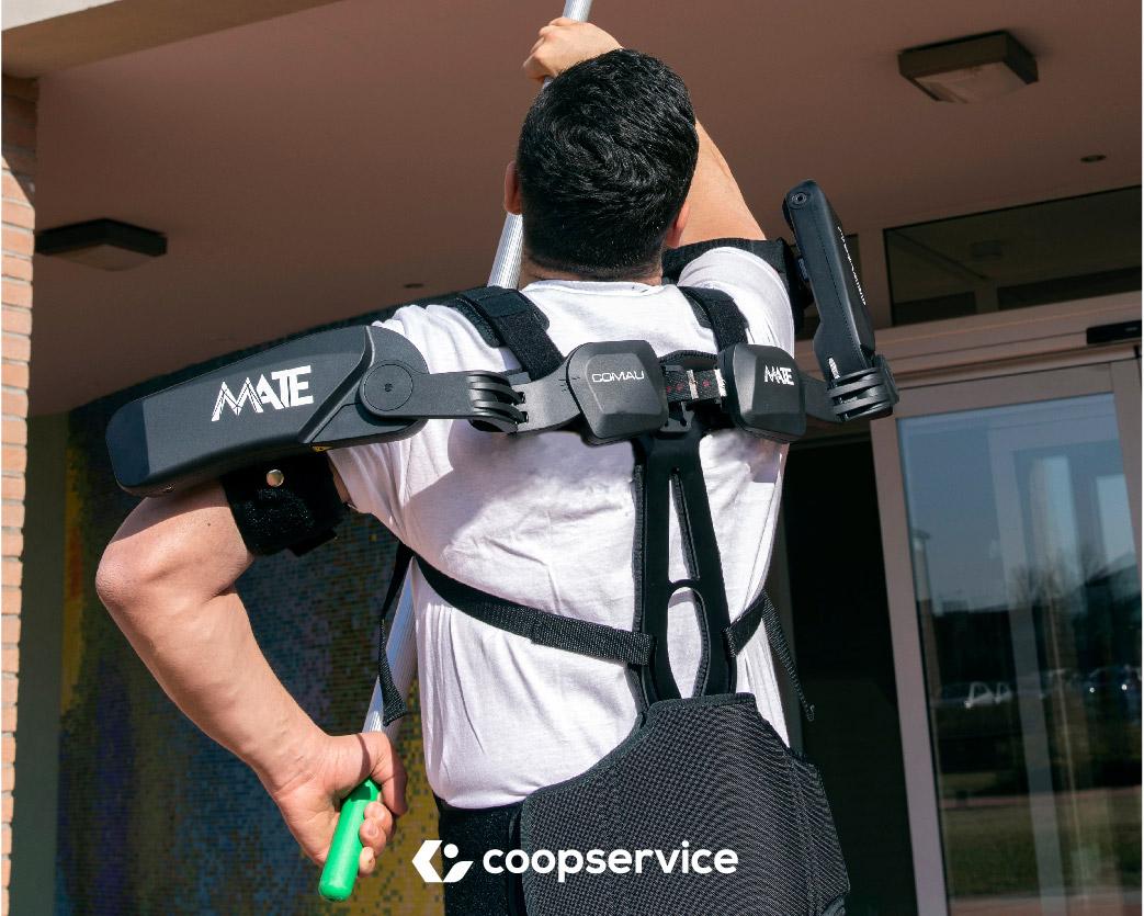 L'esoscheletro può agevolare gli operatori del cleaning professionale